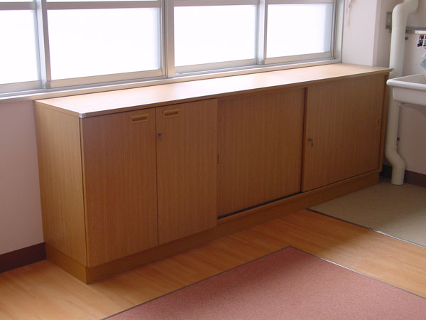 黒板・掲示板・家具・サイン・視聴覚設備の二葉工業株式会社